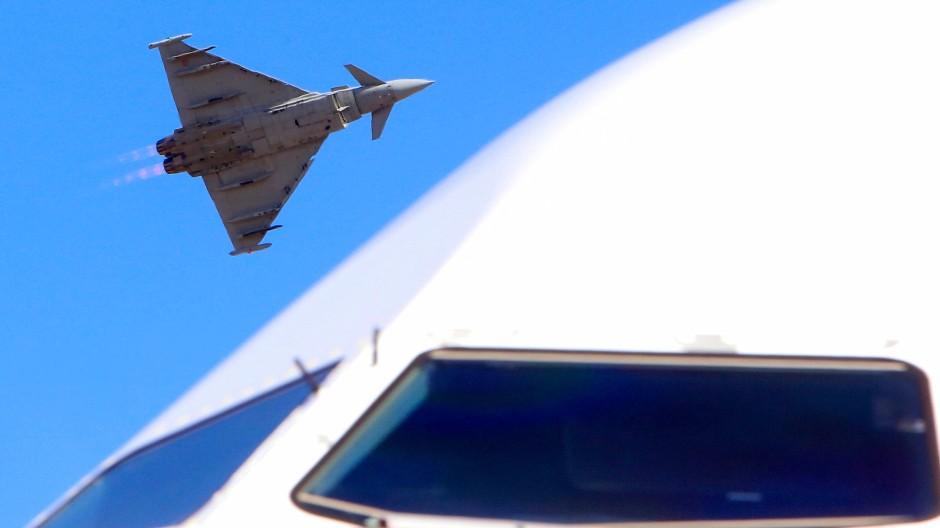 Wer darf ihn haben? Der Eurofighter ist ein Kampfflugzeug, das von vielen europäischen Staaten entwickelt und gebaut worden ist - darunter Deutschland.