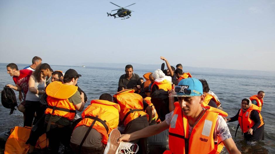 """Ankunft syrischer Flüchtlinge auf der griechischen Insel Lesbos im August: Die """"Balkanroute"""" ist die wichtigste Fluchtstrecke nach Österreich, Deutschland und Schweden."""