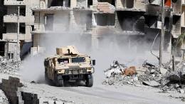 Zivilisten und IS-Kämpfer ziehen aus Raqqa ab
