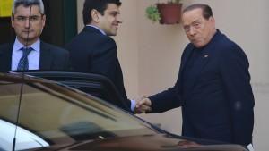 Berlusconi tritt Strafe an