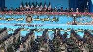 Soldaten der iranischen Armee marschieren am 18. April 2019 an den Spitzen des Regimes in Teheran vorbei.
