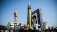 """Irans """"Oberster Führer"""" Ajatollah Ali Khamenei auf einem Porträt in Teheran"""