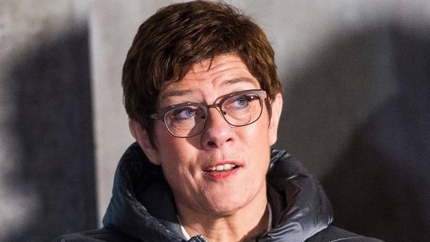 AKK kündigt Sofortprogramm für Bundeswehr an