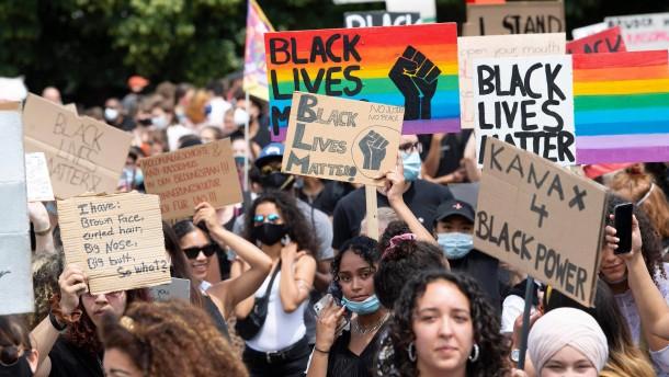 Zusammenstöße bei Protesten gegen Rassismus in London und Paris