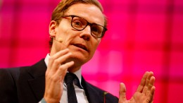 Cambridge Analytica suspendiert Chef