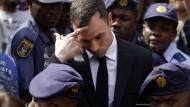 Oscar Pistorius wird nach Verurteilung abgeführt