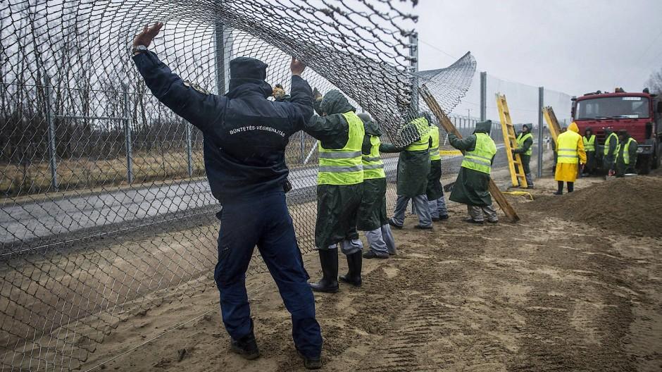 Flüchtlingsquote: Slowakei und Ungarn scheitern mit Klage
