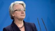 Das gaben Angela Merkel und die Bundesbildungsministerin am Samstag in Berlin bekannt.