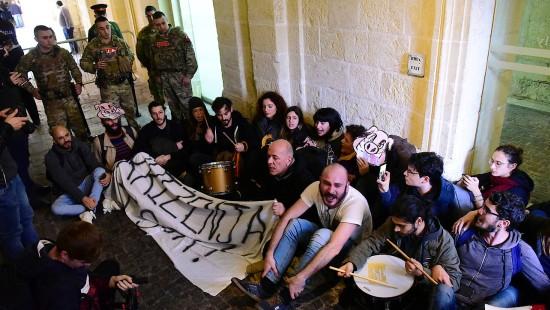 Aktivisten besetzen Amtssitz von Maltas Regierungschef