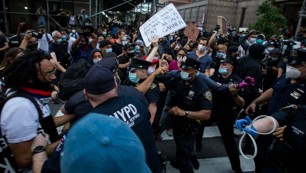 New York kürzt Haushalt der Polizei um eine Milliarde Dollar
