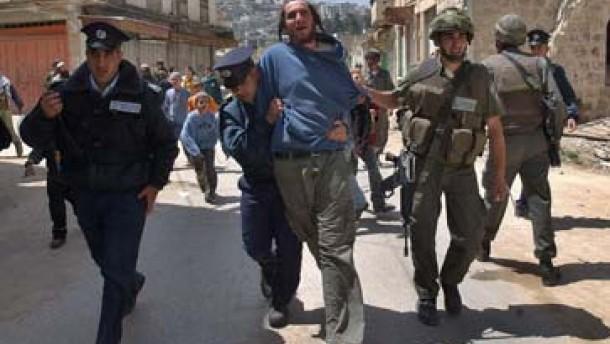 Jüdische Siedler greifen israelische Soldaten an