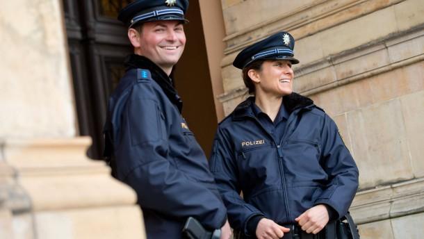 Neue Uniformen Für Die Polizei Blau Ist Jetzt Auch In Bayern Das
