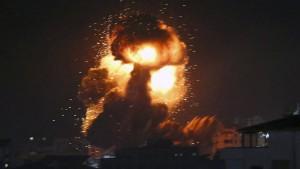 Dutzende Raketen aus Gaza treffen Israel