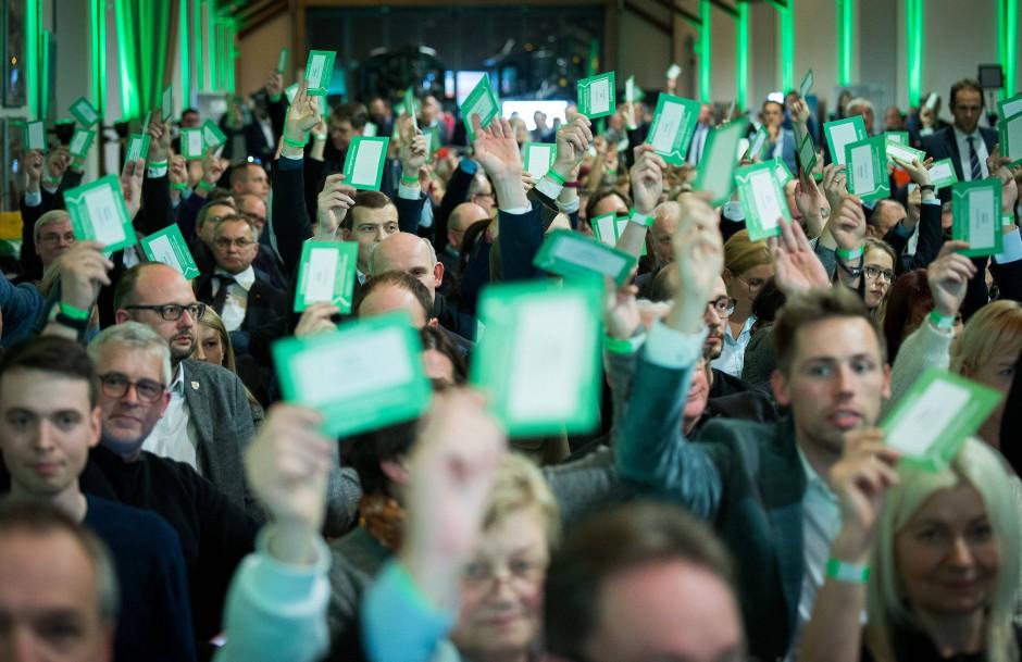 Früher, Landesfarbe jetzt auch die des Bündnispartners: Grüne Stimmzettel auf dem CDU-Parteitag in Sachsen
