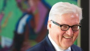 Steinmeier macht Ministerium krisenfest