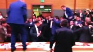 Massenschlägerei im türkischen Parlament
