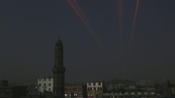Huthis feuern Rakete nach Saudi-Arabien