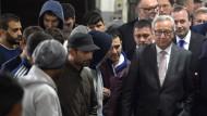 Will Flüchtlingsströme stoppen: EU-Kommissionspräsident Jean-Claude Juncker am 8. Oktober in einer Registrierstelle für Asylbewerber in Passau