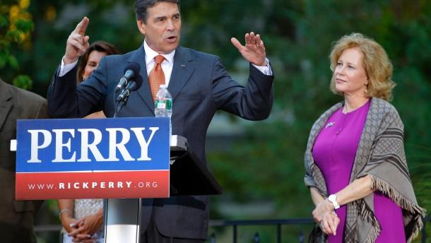 Bachmann gewinnt Straw Poll - Perry kandidiert