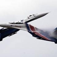 """Russische Kampfflugzeuge vom Typ Suchoi Su-27 (Nato-Codename """"Flanke"""") bei einer Luftshow im Jahr 2015, nahe Moskau."""