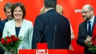Ministerpräsidentin Malu Dreyer (SPD) lässt sich im Willy-Brandt-Haus feiern.
