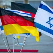 Die Flaggen von Israel und Deutschland wehen am 01.06.2015 auf dem Flughafen von Tel Aviv (Israel).