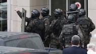 Linksextremisten nehmen Staatsanwalt als Geisel
