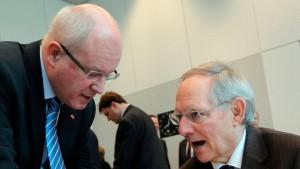 Kauder kritisiert Schäubles Hitler-Vergleich