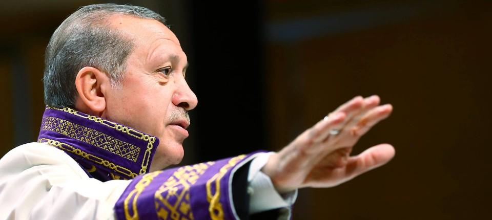 ehrendoktor erdogan hier am 13 mai bei der verleihung des titels an der universitt - Erdogan Lebenslauf