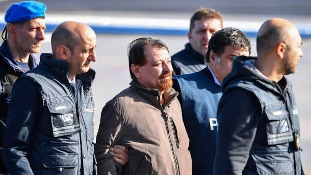 Italienischer Linksterrorist Battisti gesteht vier Morde