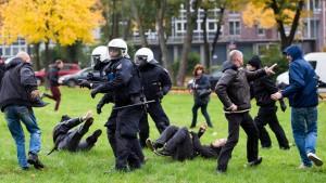 Polizei-Großaufgebot bei Hogesa-Demo