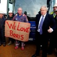 Die Herzen frühere Labour-Wähler schlagen für ihn: Wahlgewinner Boris Johnson unter Arbeitern in Middlesbrough.