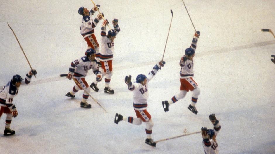 Im eiskalten Krieg: Die amerikanische Mannschaft besiegt das sowjetische Team bei den olympischen Winterspielen 1980 in Lake Placid.