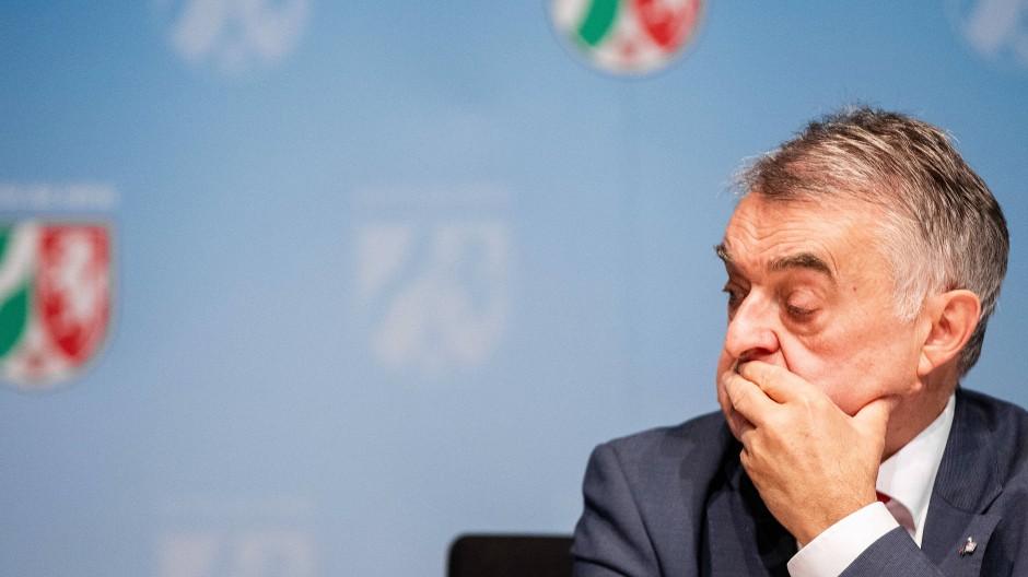 Erschüttert: NRW-Innenminister Herbert Reul (CDU)