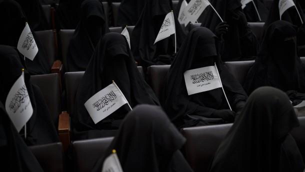 Taliban-Rektor schließt Frauen an Universität von Kabul aus