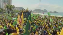 Zehntausende protestierten am Unabhängigkeitstag