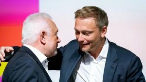 """Kubicki kritisiert """"modernistischen"""" Auftritt"""