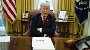 Trump fordert Unterlassungserklärung von Bannon