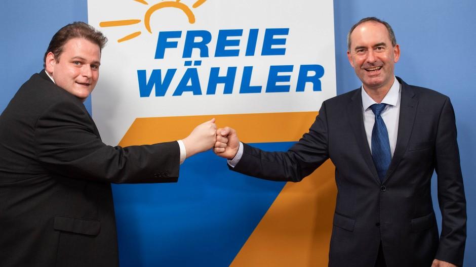 Gregor Voht (l), stellvertretender Bundesvorsitzender der Freien Wähler und Hubert Aiwanger, Bundesvorsitzender der Freien Wähler Ende Juli in Berlin