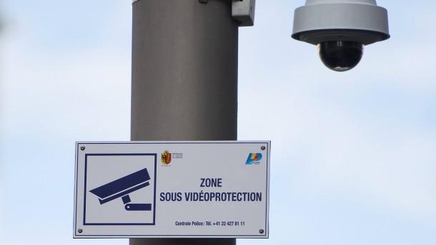 Schweizer wollen stärker überwacht werden
