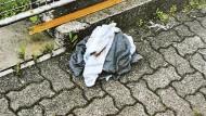 Das Foto der Polizei zeigt Handtücher, in die das Baby in Kierspe gewickelt war.