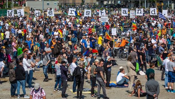 Polizei geht schärfer gegen Corona-Demonstrationen vor