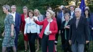 Ursula von der Leyen mit anderen nominierten EU-Kommissaren Mitte September in Brüssel