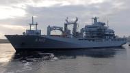 """Der deutsche Einsatzgruppenversorger """"Bonn"""" ist derzeit im Mittelmeer unterwegs. Er könnte für den neuen Einsatz genutzt werden."""