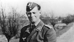 Bundeswehr-Universität hängt Schmidts Wehrmachtsfoto wieder auf