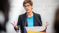nnegret Kramp-Karrenbauer, Bundesvorsitzende der CDU, spricht bei einer Pressekonferenz am 13. Mai im Konrad-Adenauer-Haus.