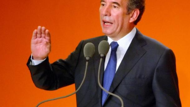 Bayrou gibt keine Empfehlung für die Stichwahl