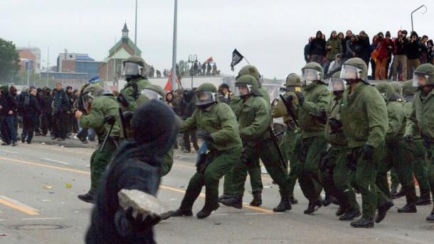 G-8-Gipfel - Demonstration der NPD gegen den G8-Gipfel in Heiligendamm - Protestkundgebung der Antifa