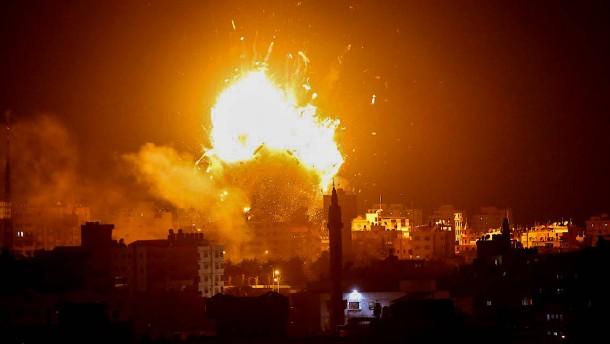 Gewalt in Gaza und Israel: Hamas droht mit weiteren Angriffen