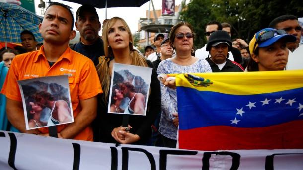 Widerwilliger Schulterschluss in Caracas